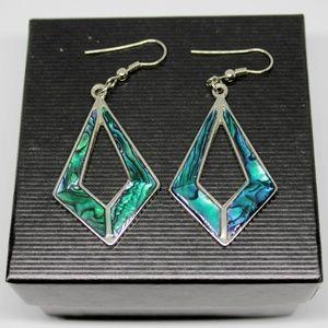 ✨VTG✨ Mother of Pearl Dangle Earrings